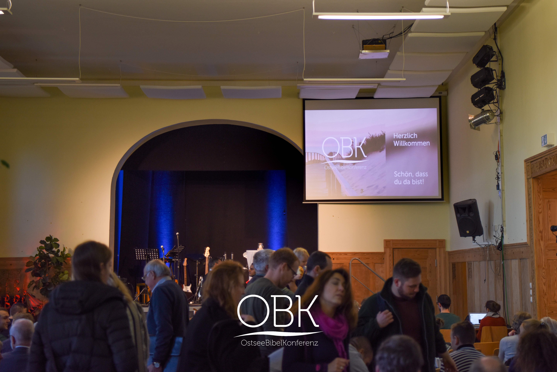 Der Start der Ostseebibelkonferenz 2018. Noch suchen viele Besucher einen Platz.